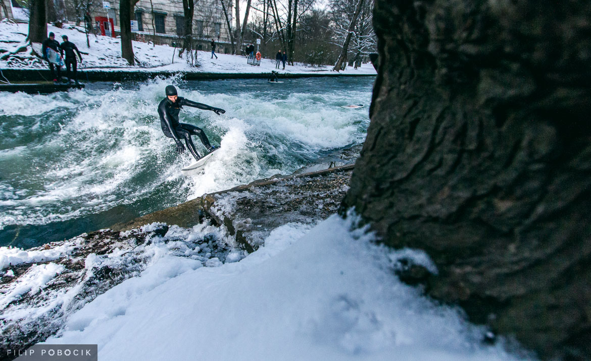 Surfen am Eisbach, München, Photo by Filip Pobocik